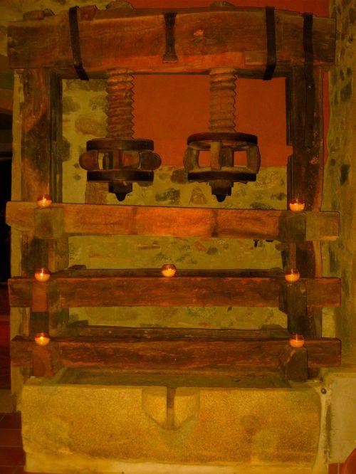 Detalle decoración en el interior de la masia