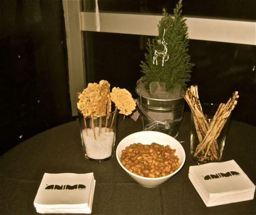 Piruletas de parmesano, Kikoros sucré salé, sticks de olivada y hierbas provenzales.