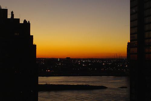 Imagen de una puesta de sol en nueva York