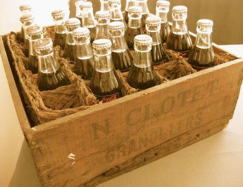 Caja antigua de madera con CocaCola..