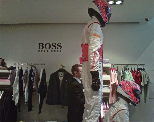 Decoración fiesta de Jenson Button en Hugo Boss. Fórmula 1.