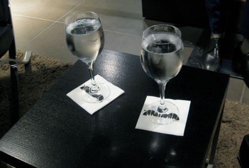 Detalle de las copas de agua Ànima para Jenson Button