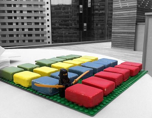 Piezas de Lego de distintos colores para Servihabitat