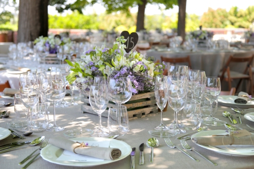Disposición de la mesa en la boda by Ànima catering. Centros de Singular Envit.