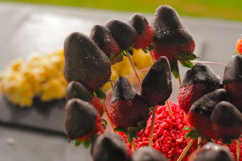 Fresas con chocolate y rocas de Peta Zeta