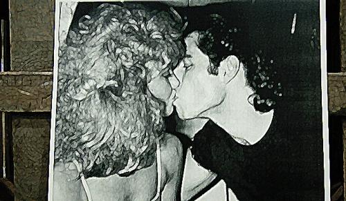 Foto de beso de Olivia Newton-John y John Travolta en Studio 54