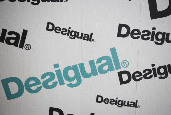 Photocall Desigual en evento by Ànima catering