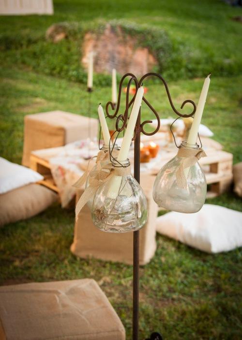 Soportes verticales, potes de vidrio y velas