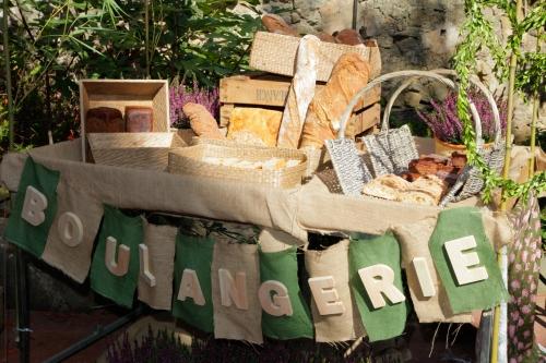 Boulangerie. Cestas con panes distintos para acompañar el buffet de queso by Ànima catering