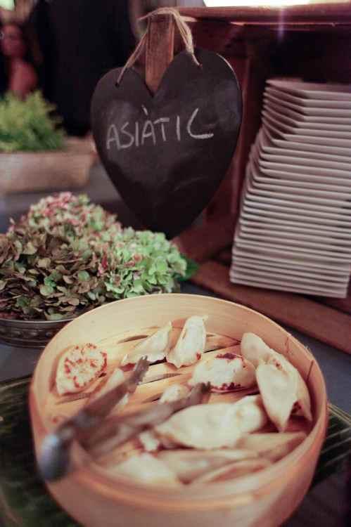Buffet asiático en una boda romántica by Ànima catering_Palau Moxó
